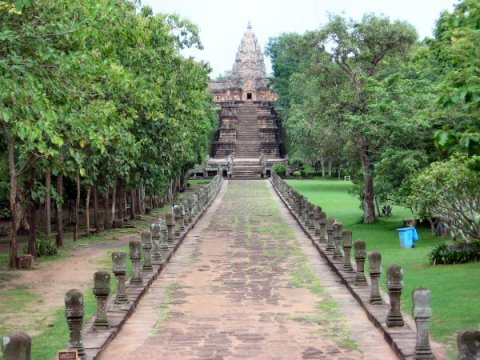 Approach to Phanom Rung